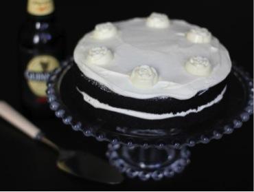 A delicious wedding cake trend